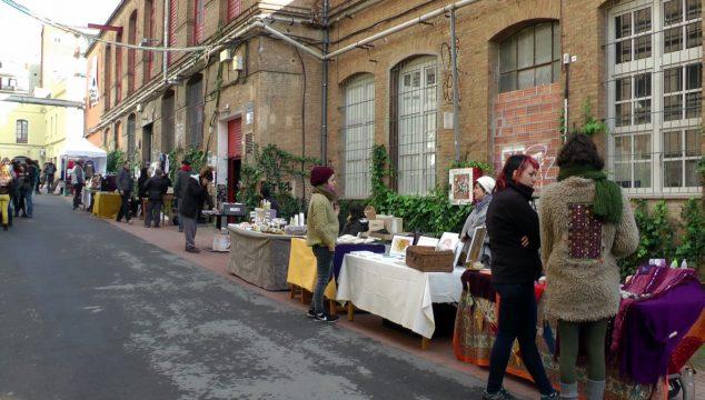 Ogni sabato, a Can Batllò, nei pressi del Bloque 11 si tiene un mercatino