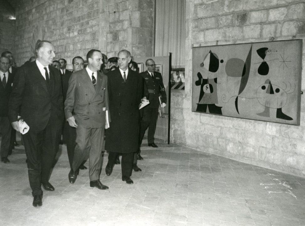 Il sindaco Porcioles e il ministro Manuel Fraga all'inaugurazione di una mostra di Miró (1968) - Foto di Juan Antonio Sáenz Guerrero, Under Creative Commons license CC BY-SA 2.5 (https://creativecommons.org/licenses/by-sa/2.5/deed.es)